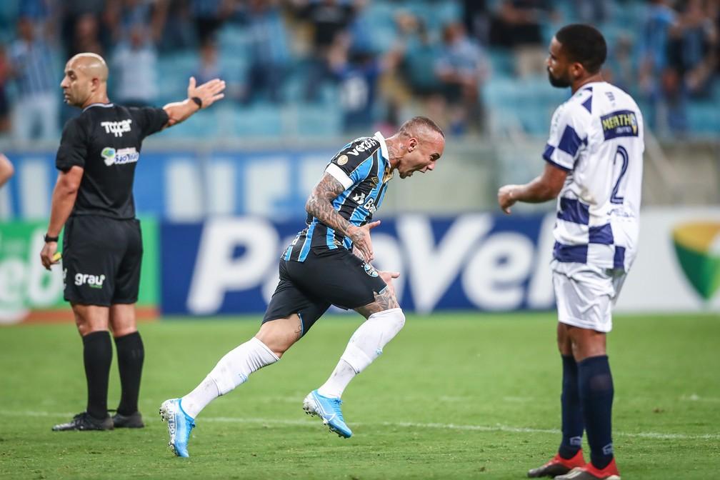 Everton comemora um dos gols contra o São José — Foto: Lucas Uebel / Grêmio FBPA