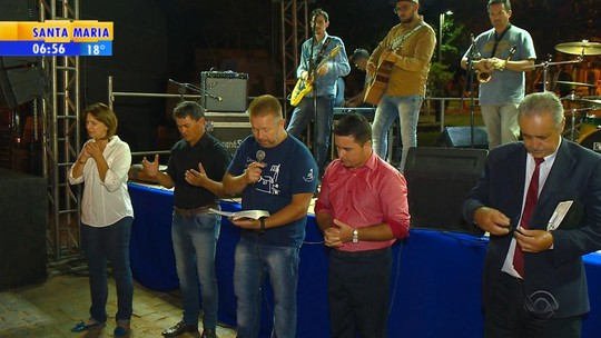 Agricultores do RS rezam pedindo chuva; prejuízos são estimados em R$ 250 milhões