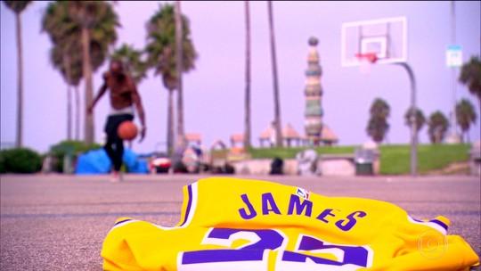 União de LeBron e Lakers pelo renascimento da franquia vira atração principal da temporada