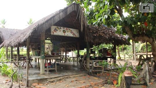 Visitada por Mick Jagger e Janis Joplin, aldeia hippie de Arembepe faz 50 anos e mantém viva a filosofia da paz e amor