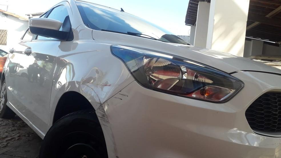 Assaltantes levaram carro usado por turistas que seguiam para a praia da Pipa, no RN — Foto: Julianne Barreto/Inter TV Cabugi