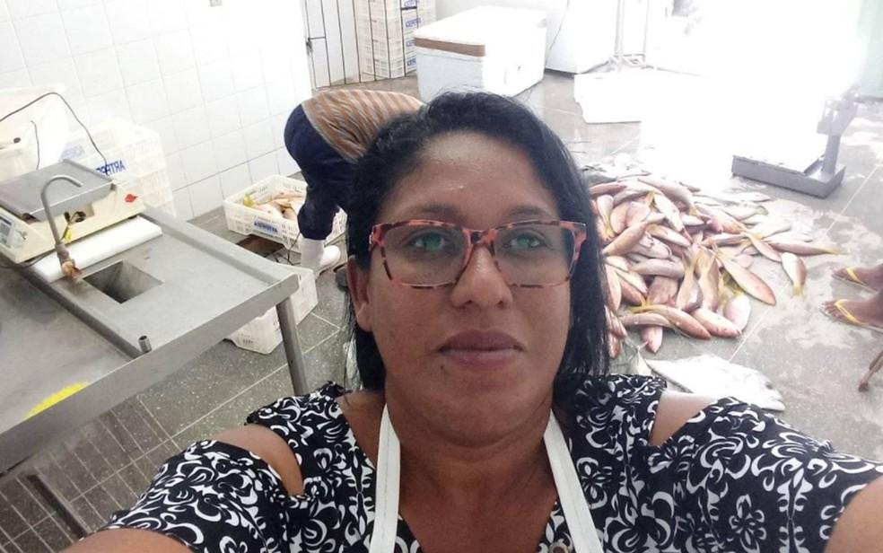 Luena Maria na associação de pescadores de Coroa Vermelha, na Bahia — Foto: Arquivo pessoal