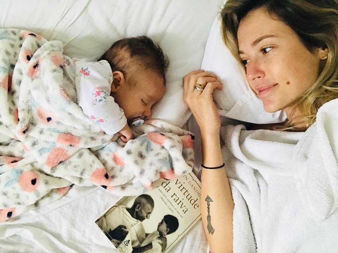 Juliana e Liz: os primeiros dias são muito intensos (Foto: Reprodução/Instagram)