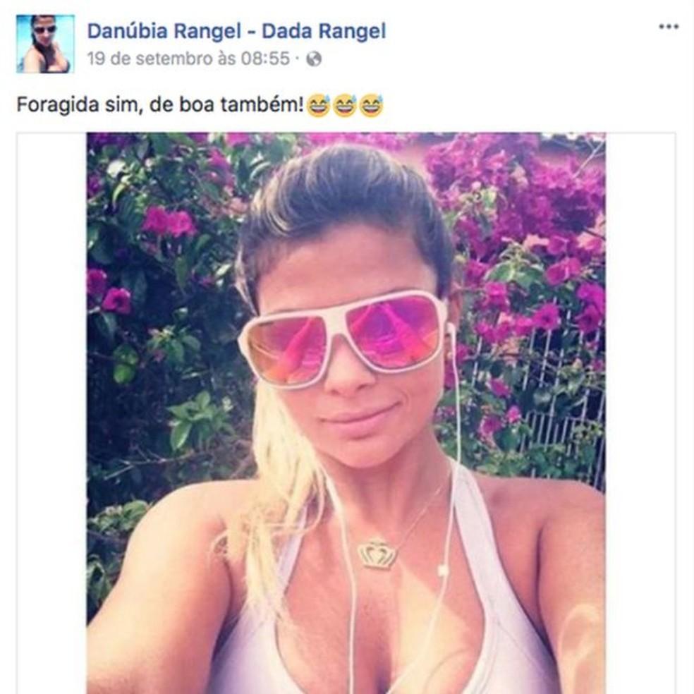 Danúbia, que aparece em conta no Facebook que seria sua, é a quarta esposa de Nem  (Foto: Reprodução / Facebook )