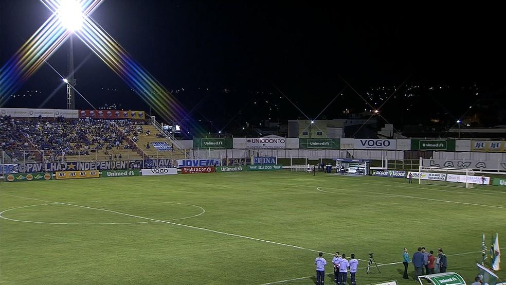 Estádio Ronaldão recebe o confronto entre Caldense e Tombense (Foto: Reprodução/SporTV)