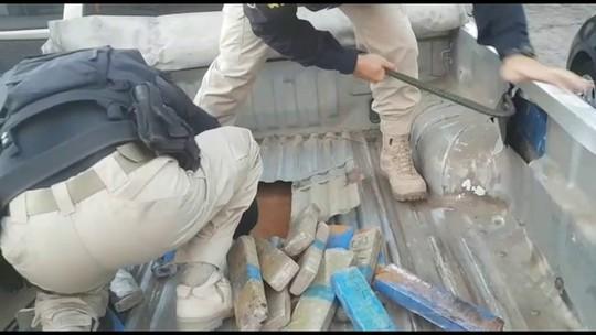 Grupo é preso com 60 quilos de maconha em fundo falso de caminhonete, na BR-101
