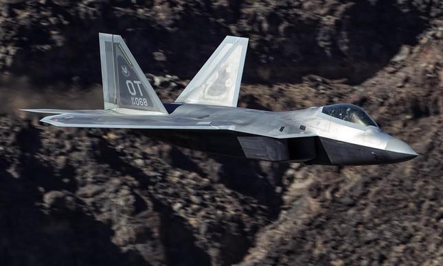 F-22 Raptor no Star Wars Canyon
