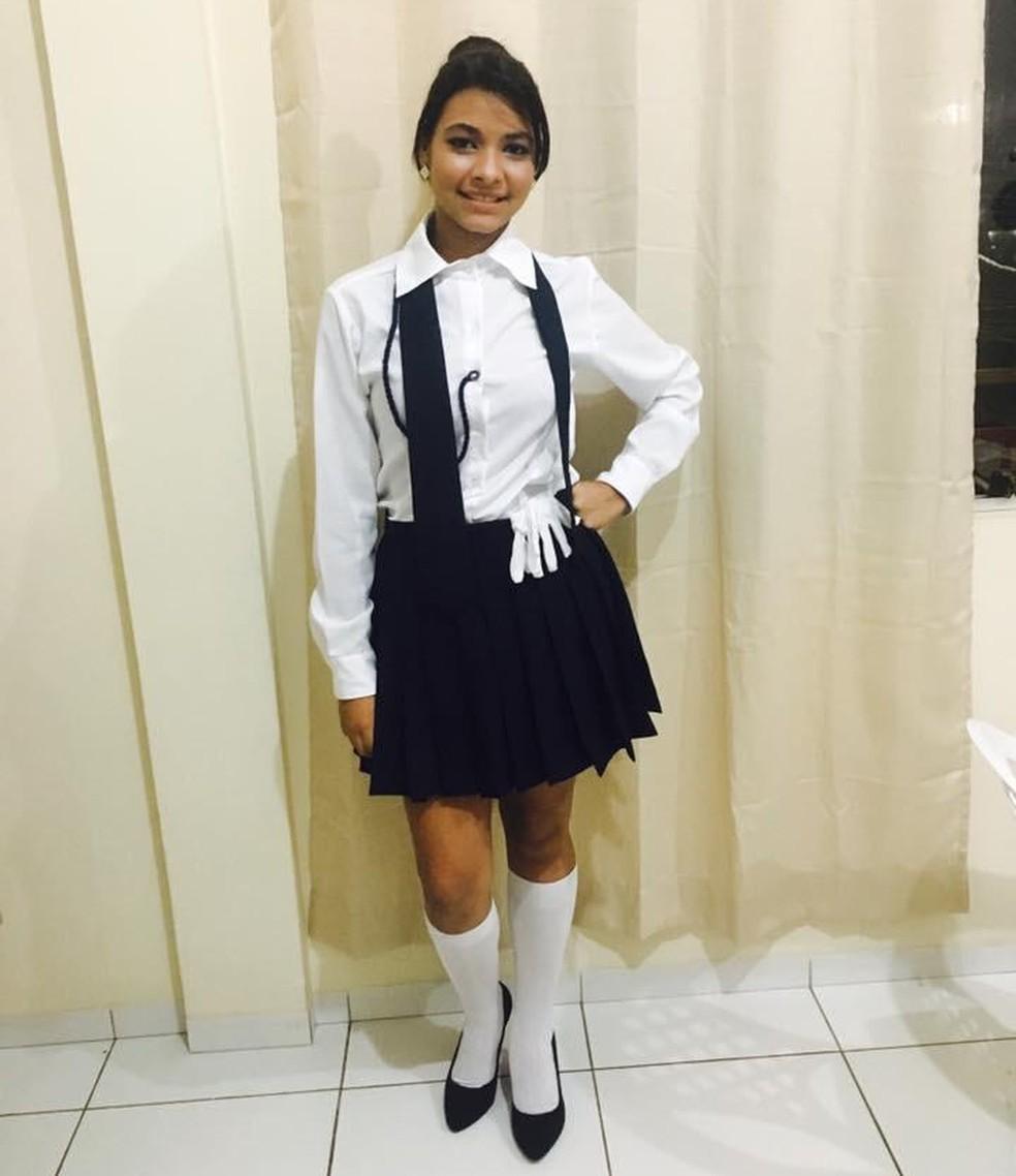 A estudante Ana Graziele da Silva, de 17 anos, passou por cirurgia — Foto: Arquivo da família