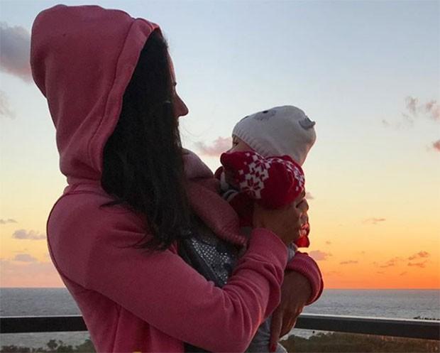 Carol Castro e a pequena Nina (Foto: Reprodução/ Instagram)