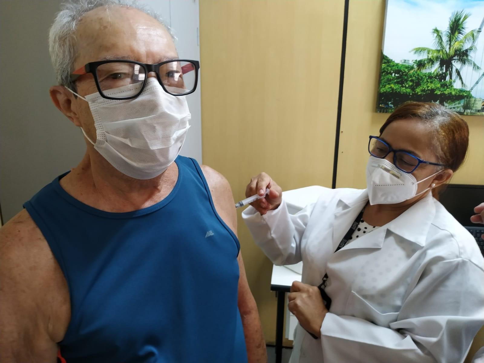 Mais de 8 mil idosos receberam vacina contra a Covid-19 em Santos e São Vicente neste sábado