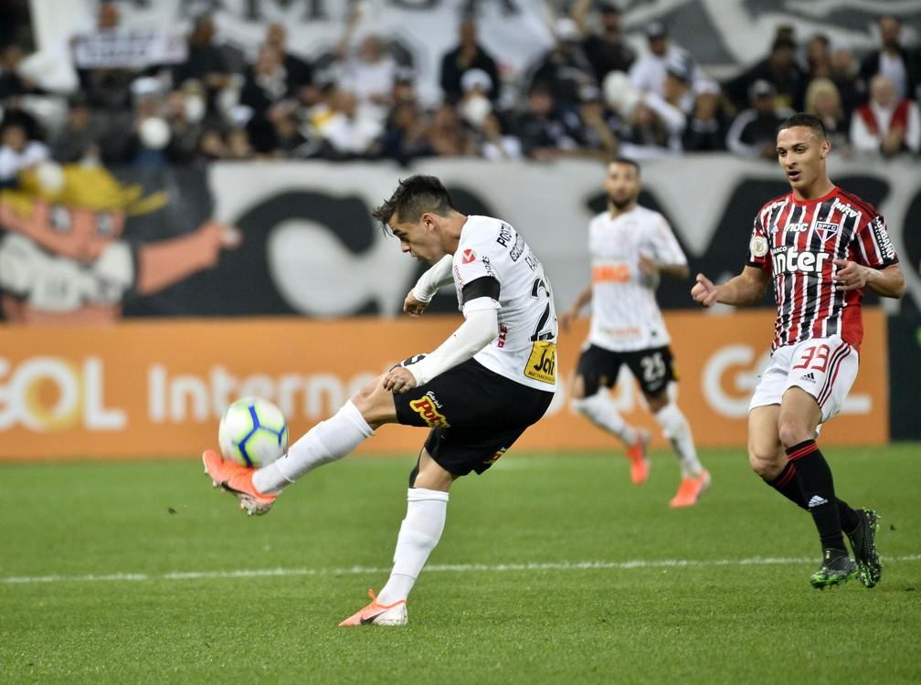 Corinthians e São Paulo no clássico do primeiro turno — Foto: Marcos Ribolli