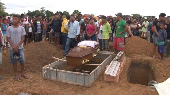 Vítimas de grave acidente na BR-101, na Bahia, são enterradas