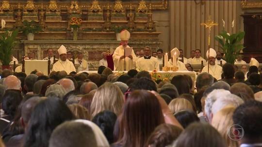 Fiéis lotam 1ª missa em Roma em homenagem a Santa Dulce