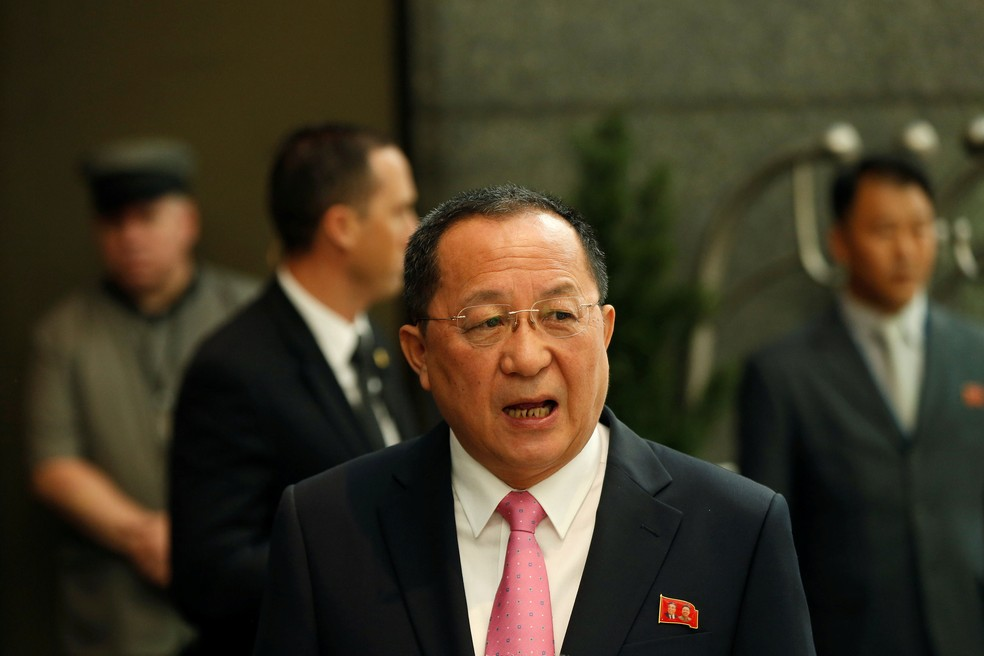 Ministro de Relações Exteriores da Coreia do Norte, Ri Yong-ho, conversou com jornalistas em Nova York, nos Estados Unidos  (Foto: Shannon Stapleton/ Reuters)
