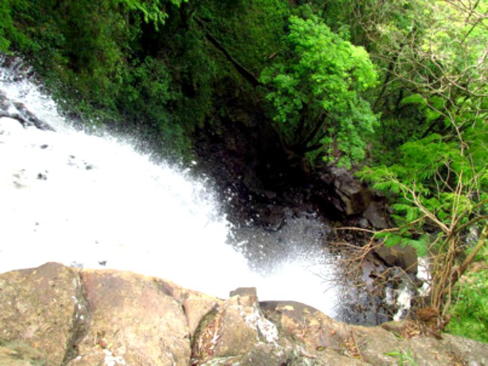 Mulher morre atingida por pedra durante rapel na Cachoeira da Canela 3, em Botucatu — Foto: Revolteio.com/Divulgação