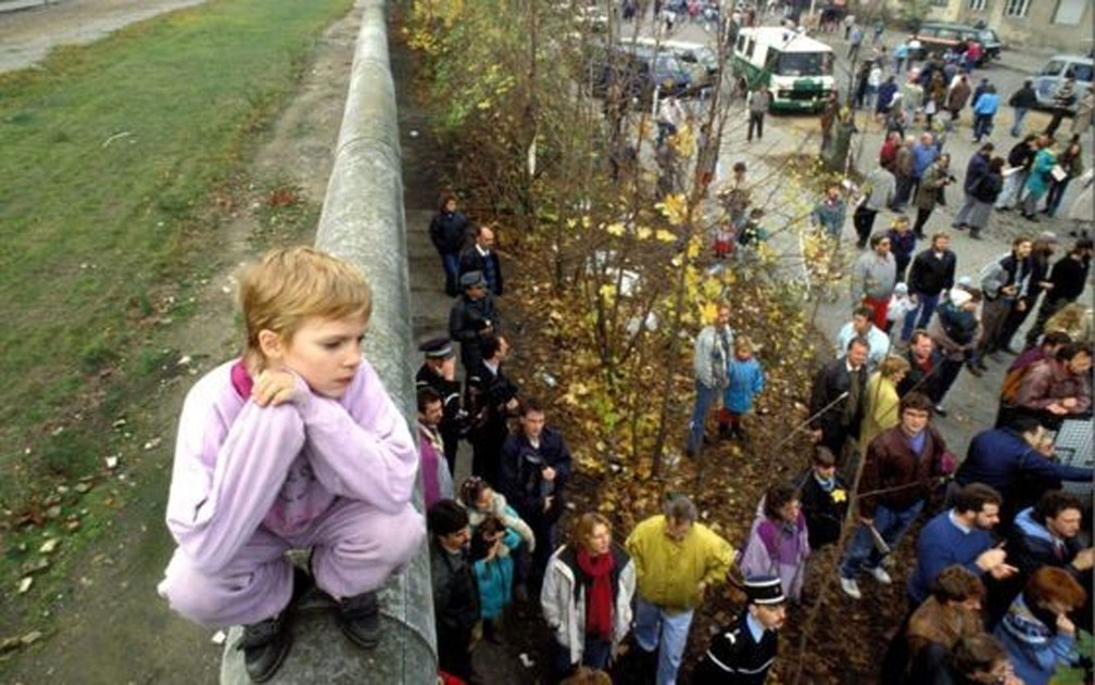 The Berlin Wall has divided the city for almost 30 years - Photo: Getty Images / BBC