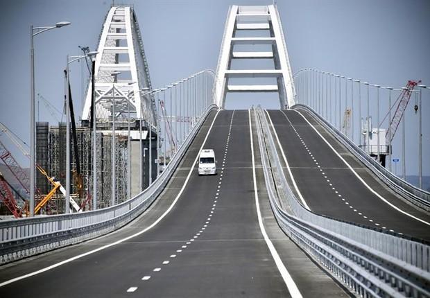 Ponte de 20 km passa a ligar Rússia à Crimeia (Foto: EFE/ Alexander Nemenov)