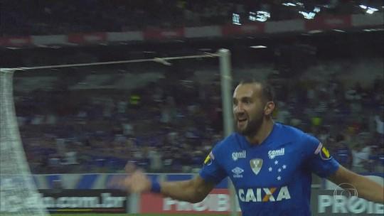 Instabilidade, gols perdidos e poder de decisão: os 196 dias de Barcos com a camisa do Cruzeiro