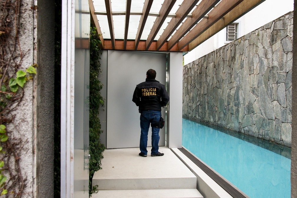 Polícia Federal cumpriu mandado na casa de Maurício Ferro, em São Paulo — Foto: Marcelo Gonçalves/Sigmapress/ Estadão Conteúdo