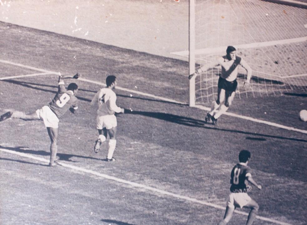 Claudiomiro faz o primeiro gol da história do Beira-Rio (Foto: Inter / DVG)