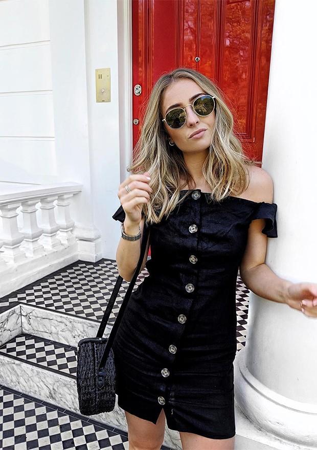 Os vestidos com botões curtinhos são a cara de um fim de semana de verão (Foto: Instagram / Chelcie Nicole)