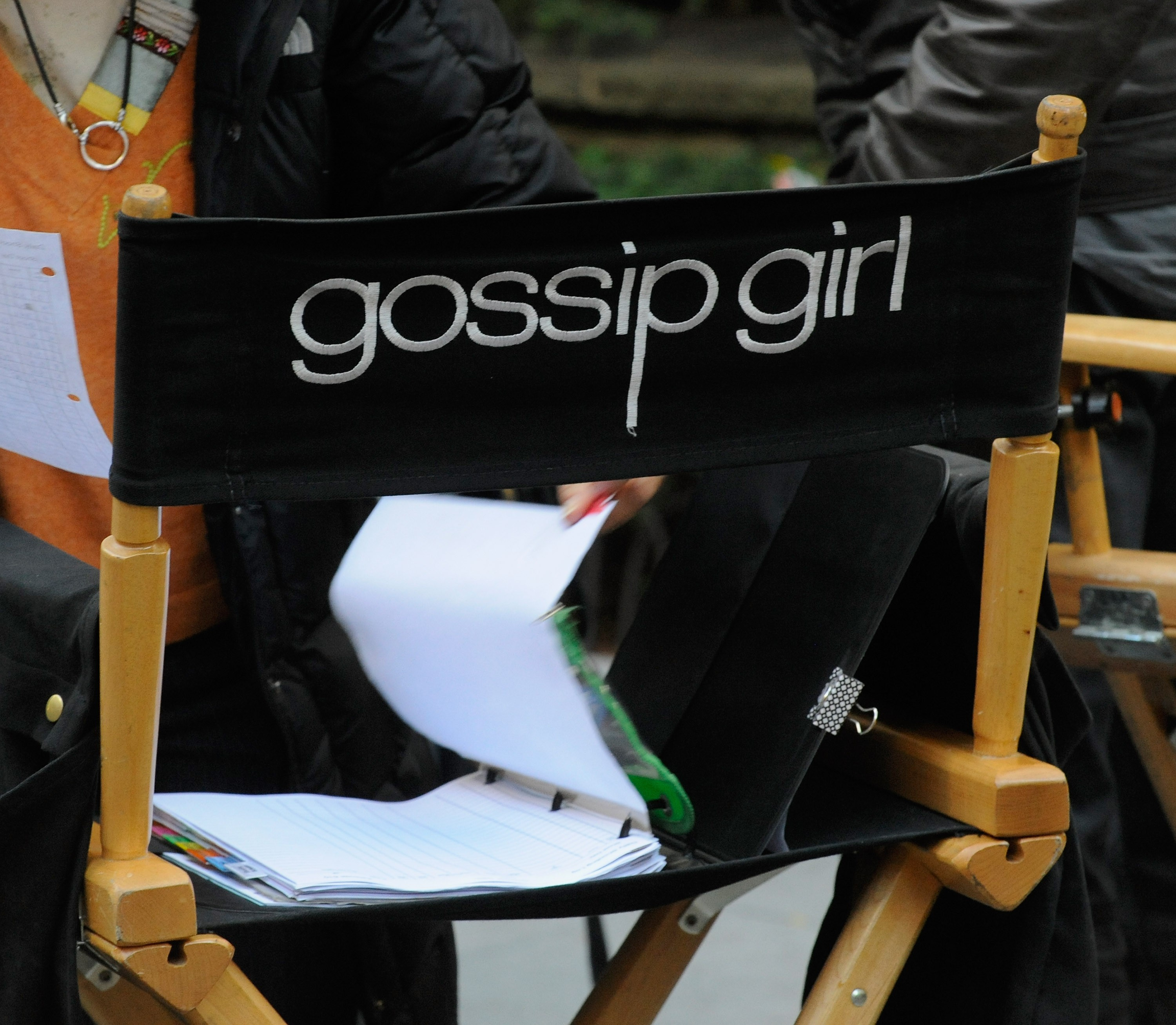 "NEW YORK, NY - OCTOBER 22:  Atmosphere filming on location for ""Gossip Girl"" on October 22, 2012 in New York City.  (Photo by Bobby Bank/Getty Images) (Foto: Getty Images)"