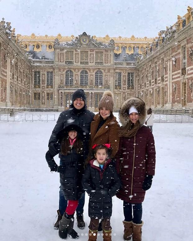 Rodrigo Faro, Vera Viel e as filhas Helena, Clara e Maria  (Foto: reprodução / Instagram)