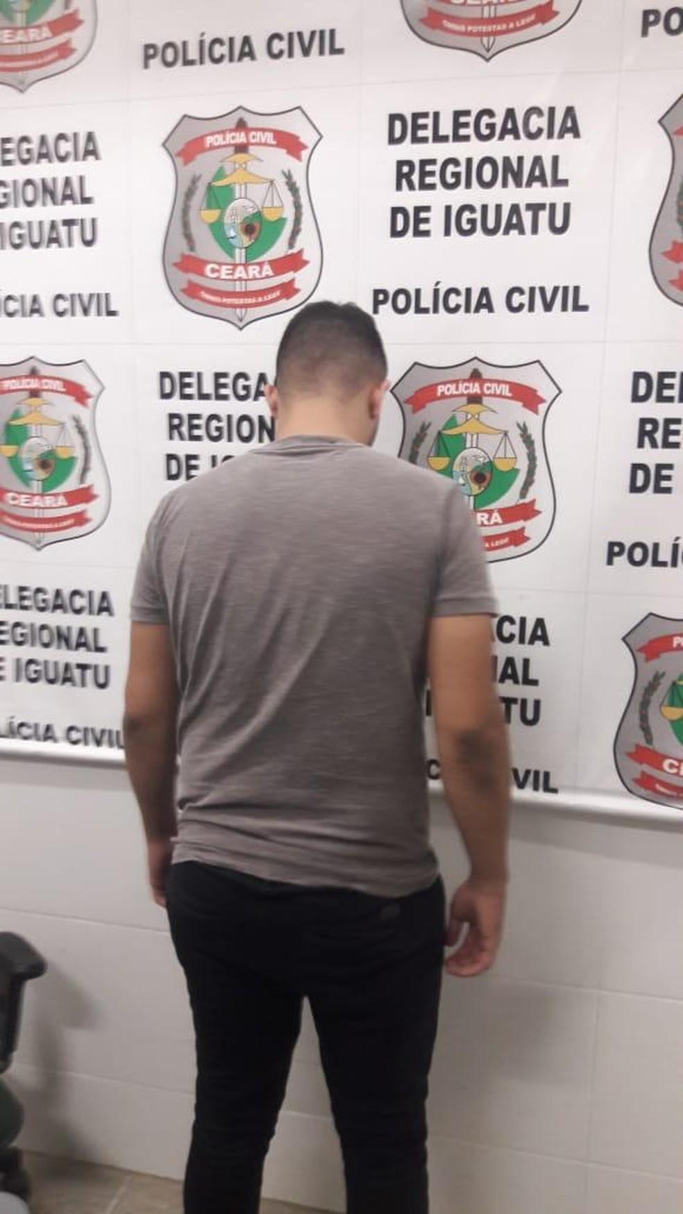 Suspeito foi preso em casa após a denúncia de uma das vítimas. — Foto: Arquivo pessoal