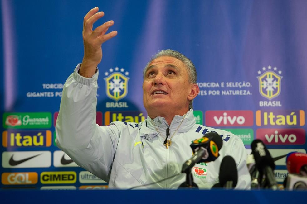 Tite em coletiva da seleção brasileira — Foto: Pedro Martins / MoWA Press