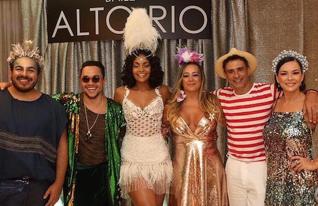 Regiane Alves relembrou baile ao lado de amigos como Marcos Pasquim, Luis Lobianco e Bárbara Reis (Foto: Reprodução)