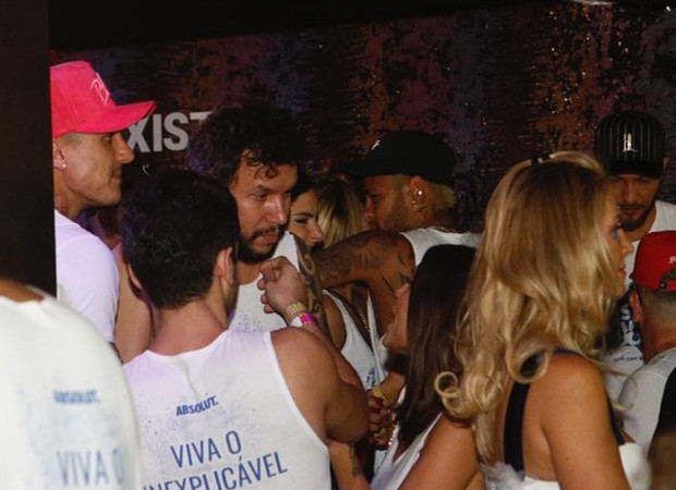 Neymar em camarote em Salvador (Foto: Ricardo Cardoso / Ed. Globo)