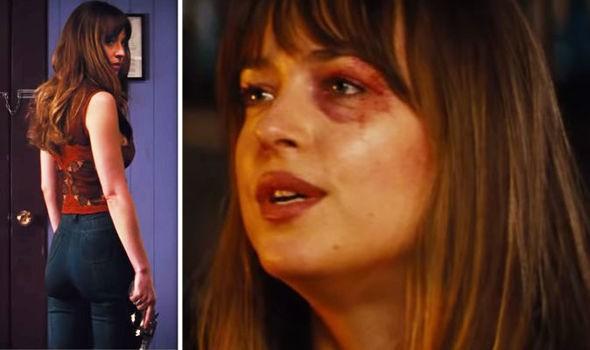 A atriz Dakota Johnson com o olho roxo em cena de Bad Times at The El Royale (Foto: Reprodução)