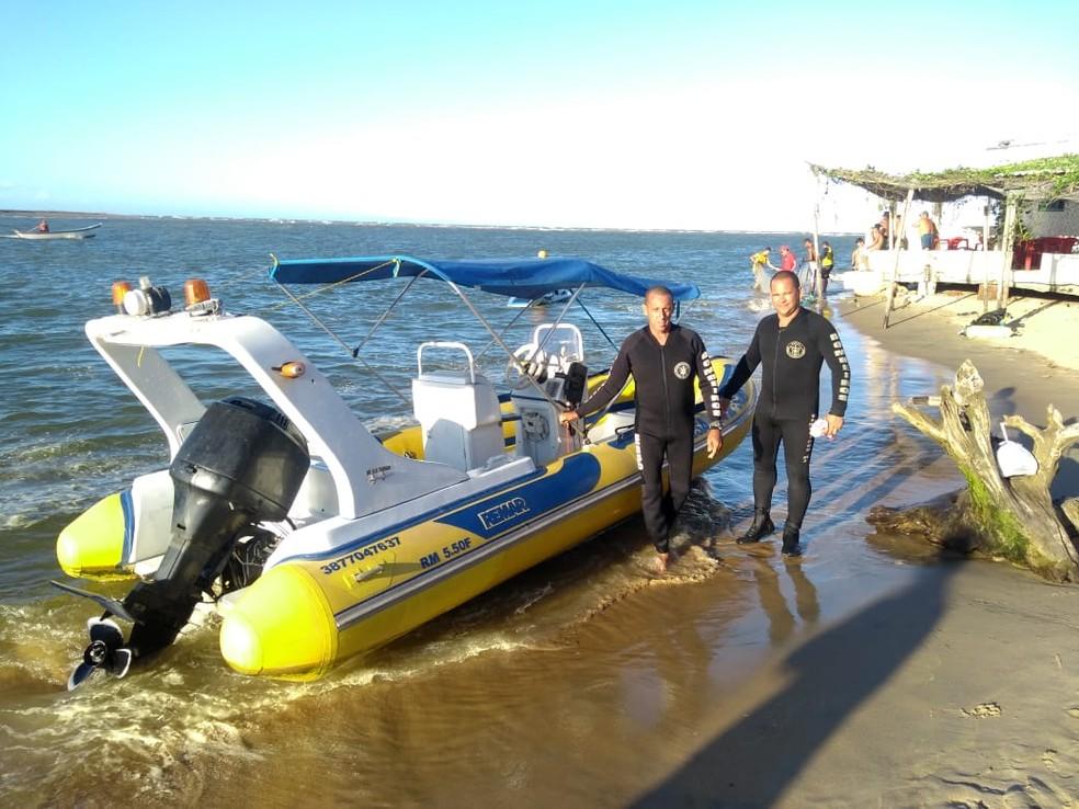 Mergulhadores encontraram o corpo de adolescente desaparecido em São João da Barra, RJ, a 12 km de distância de onde o jovem desapareceu — Foto: Divulgação/Corpo de Bombeiros