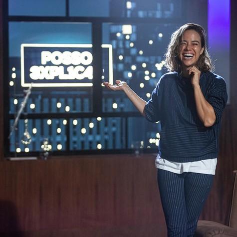 Miá Mello no cenário de seu novo talk show (Foto: Divulgação)