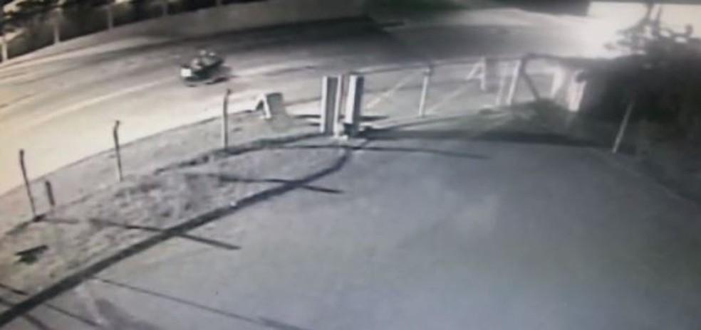Vídeo flagrou suspeitos de atirar contra prédio do IGP em Florianópolis (Foto: Divulgação)
