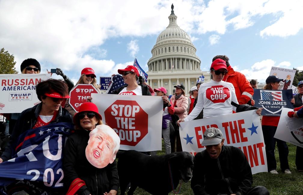 Apoiadores de Donald Trump fazem ato em Washington no dia 17 de outubro de 2019 — Foto: Carlos Jasso/Reuters