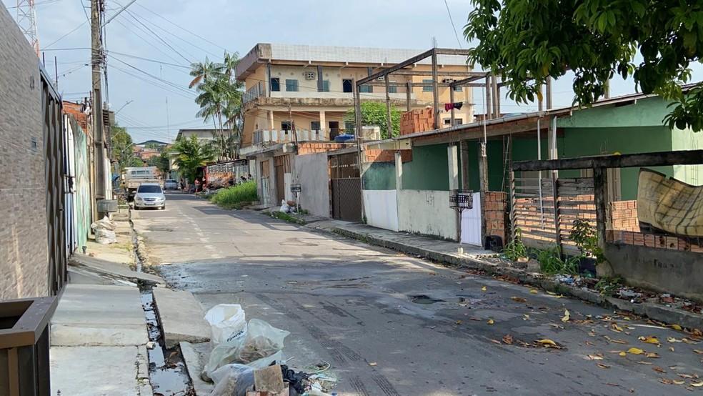 Rua em que funcionário público foi esfaqueado por vizinho — Foto: Patrick Marques/G1