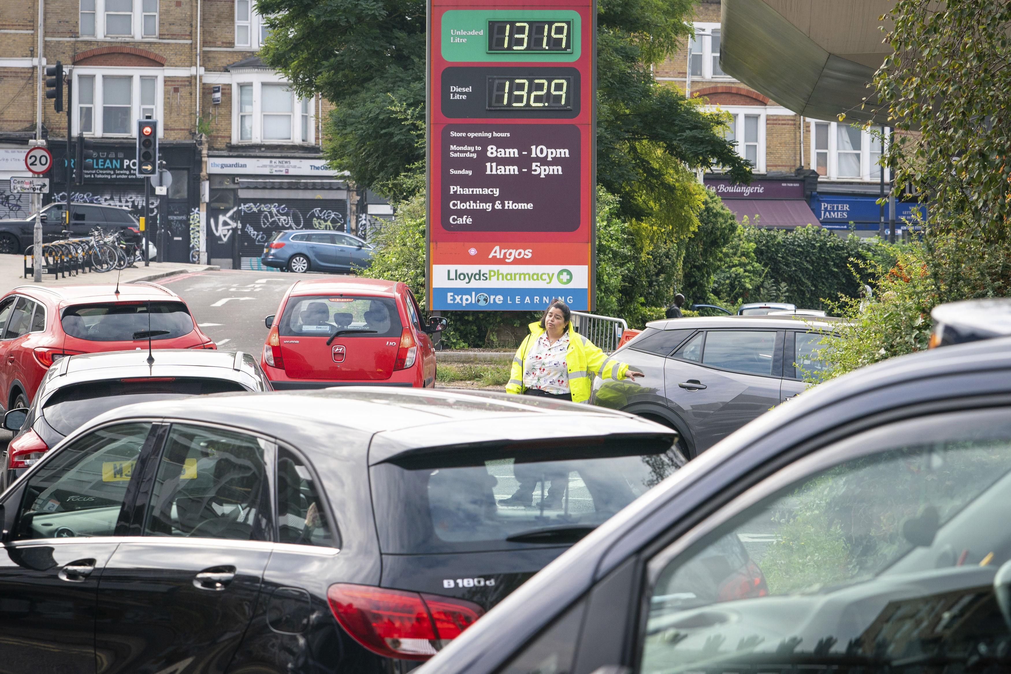 Falta de caminhoneiros leva ameaça de desabastecimento ao Reino Unido
