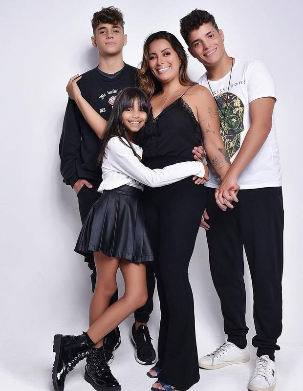 Walkyria Santos com os filhos e Lucas (à esq.) (Foto: Reprodução / Instagram)