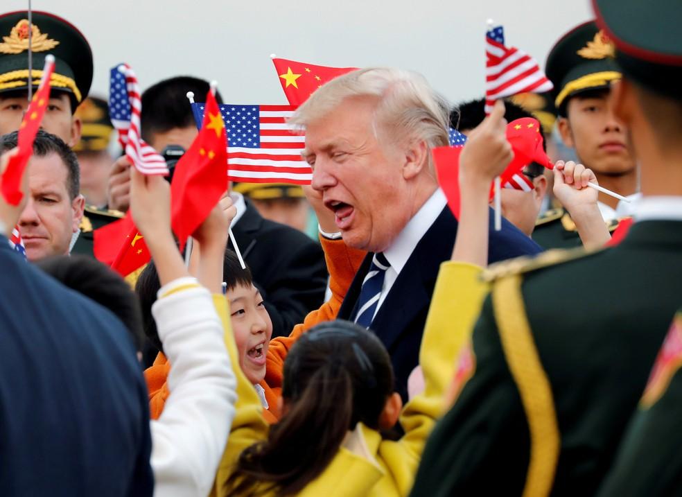 Donald Trump é recepcionado em Pequim, na China (Foto: Jonathan Ernst/Reuters)