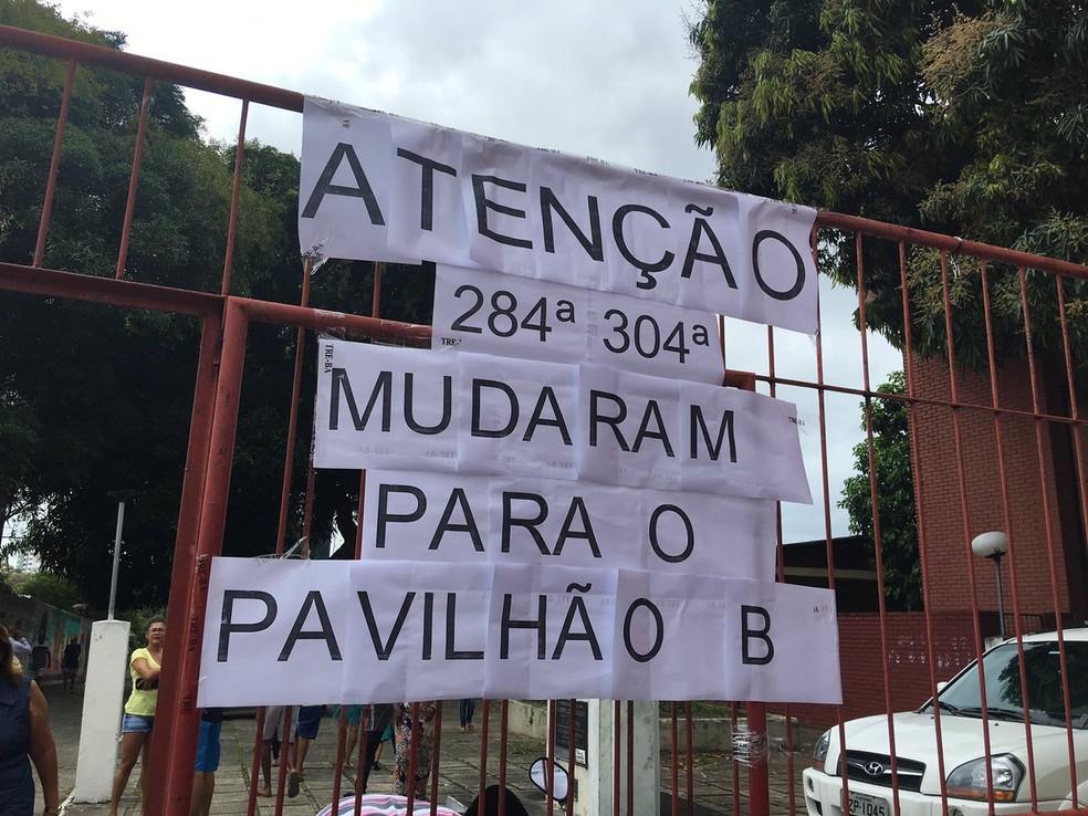 Houve mudanças de locais de duas seções: a 284ª e a 304ª, que agora estão no Pavilhão B no Colégio Luiz Vianna, no bairro de Brotas, em Salvador — Foto: Alan Alves/G1