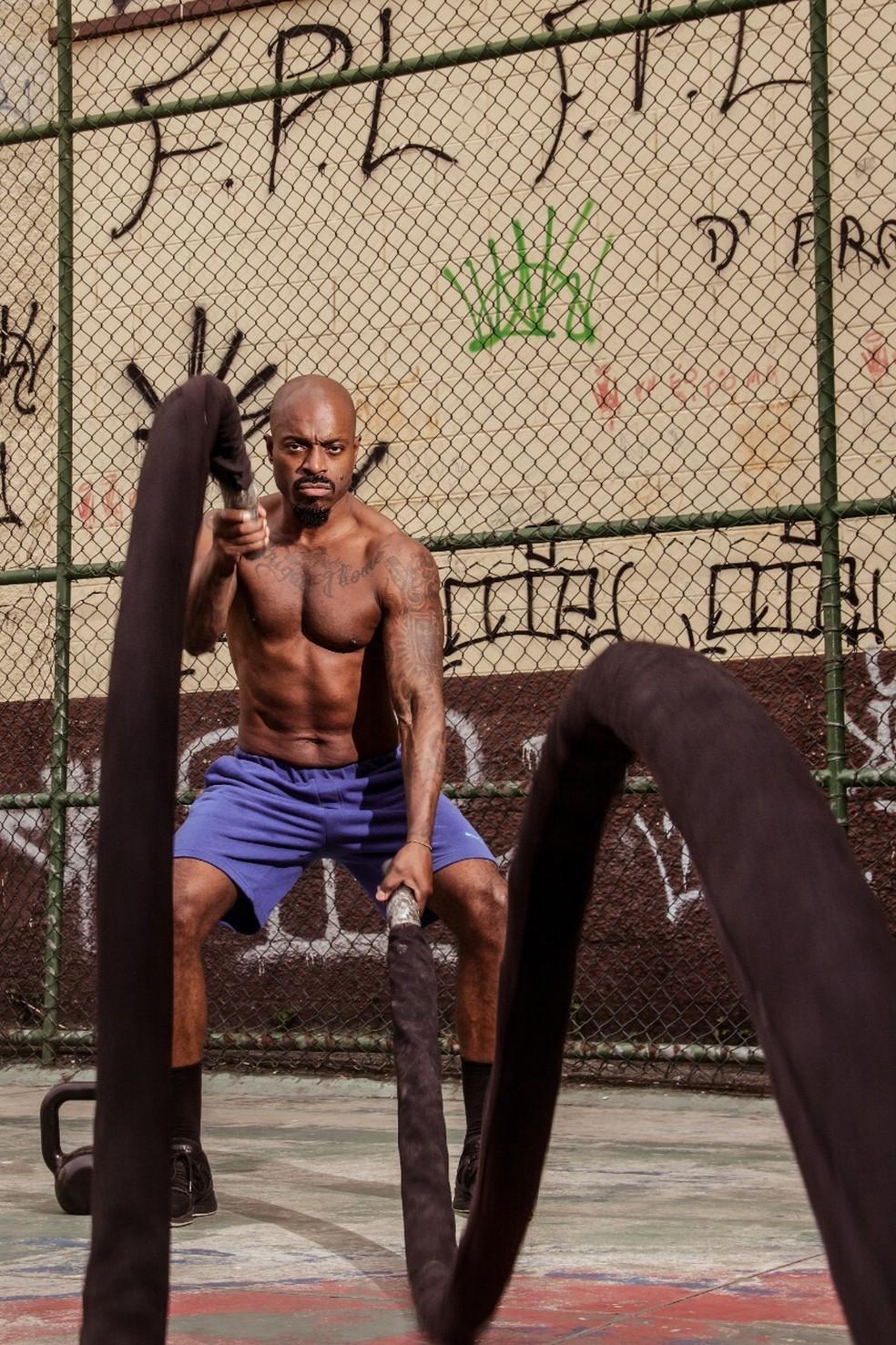 Atividade física está na rotina diária de Thiago Thomé  — Foto: Divulgação/Márcio Farias