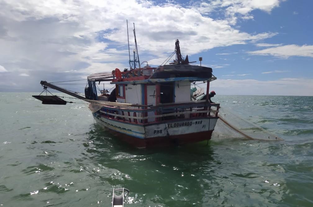 Polícia Federal flagrou barcos praticando pesca ilegal no Litoral do Piauí — Foto: Divulgação/PF