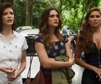 Kyra (Vitória Strada), Luna (Juliana Paiva) e Alexia (Deborah Secco) em 'Salve-se quem puder' | Globo