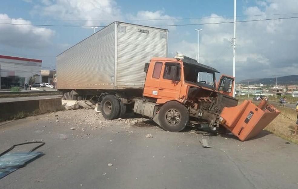 Acidente na BR-232 em Bezerros — Foto: Polícia Rodoviária Federal/ Divulgação