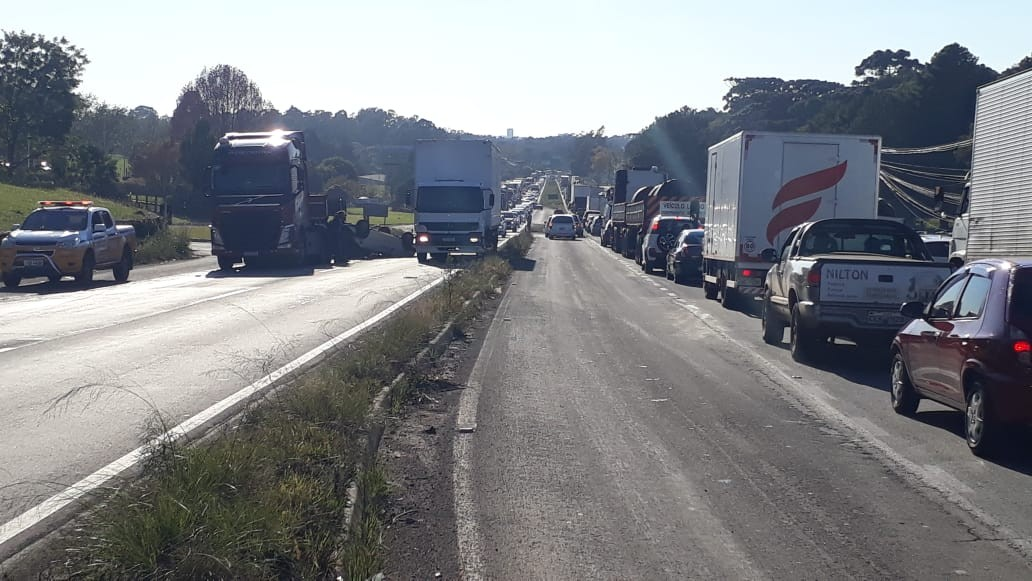 Acidentes interrompem parcialmente trânsito na ERS-122 e na RSC-453, na Serra do RS