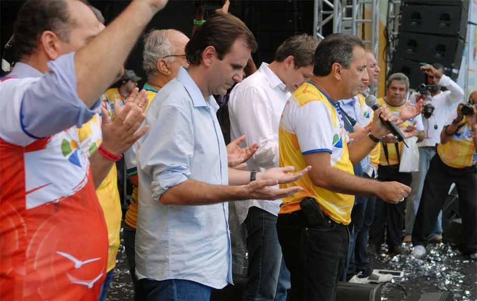 Paes, na época prefeito, ao lado do pastor Silas Malafaia, em evento de 2016 — Foto: Alexandre Durão/ G1