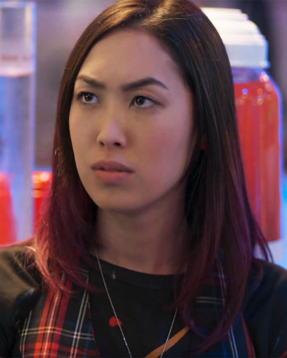 Tina (Ana Hikari) briga com Anderson (Juan Paiva) em 'Malhação - Viva a Diferença' — Foto: Globo