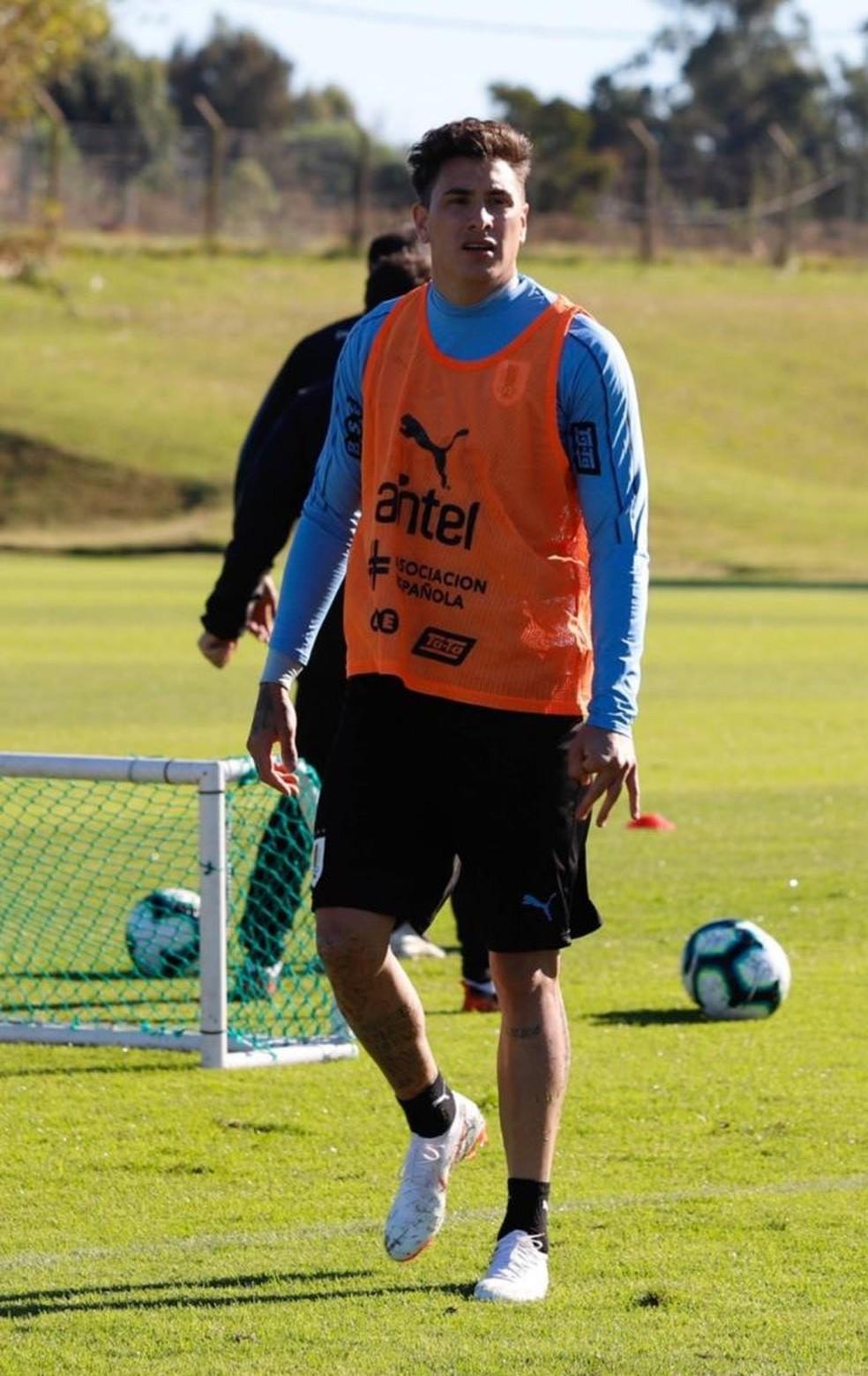 Giménez durante o treino do Uruguai — Foto: Reprodução / Twitter