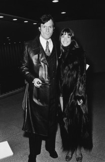 Hugh Hefner, fundador da 'Playboy', e a modelo Barbi Benton eram outros presentes no evento (Getty Images)
